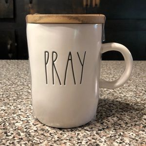 Rae Dunn PRAY mug wooden lid NEW!